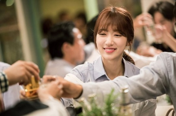 """Park Shin Hye Beams In New Behind-The-Scenes Stills From """"Doctors"""""""