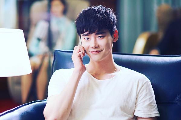 Lee Jong Suk in %22W%22 (phone)
