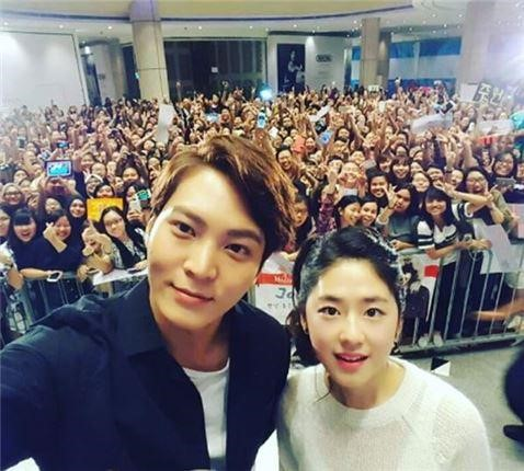 "Joo Won Is Once An Oppa, Always An Oppa To Fellow ""Yong Pal"" Cast Park Hye Soo"