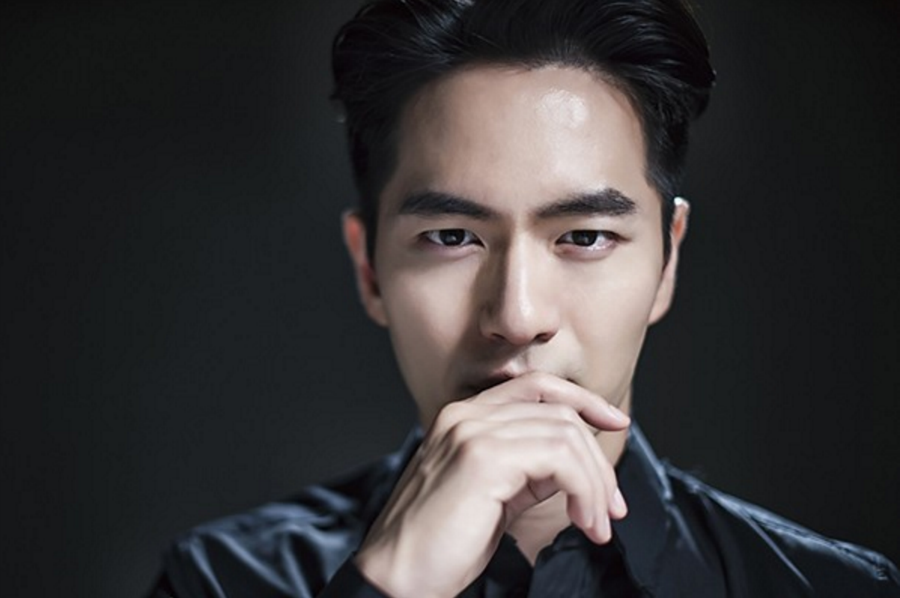 "Lee Jin Wook In Talks To Star In Second Season Of ""Voice"""