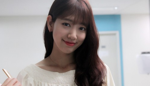 """Park Shin Hye Prepares Meaningful Gifts For """"Doctors"""" Production Team"""