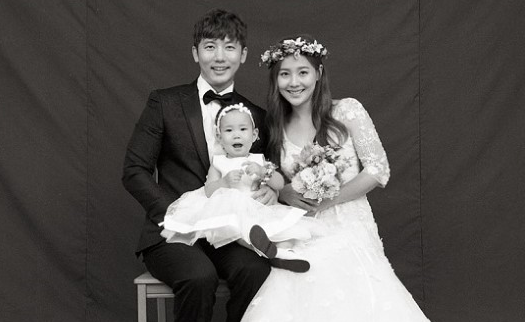 Rohee Helps Her Dad Ki Tae Young Celebrate By Blowing Out His Birthday Cake Candles