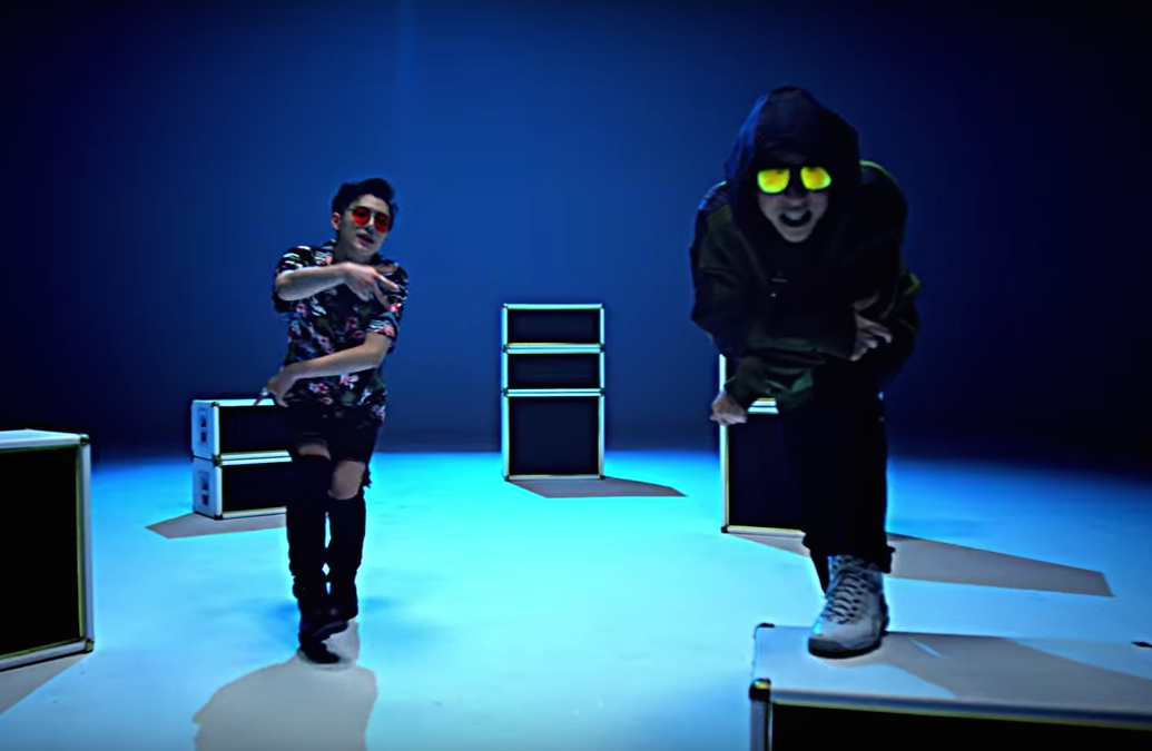 "Watch: Flowsik And UNIQ's Seungyeon Turn Up The Heat For Collaborative Track ""Recipe"""