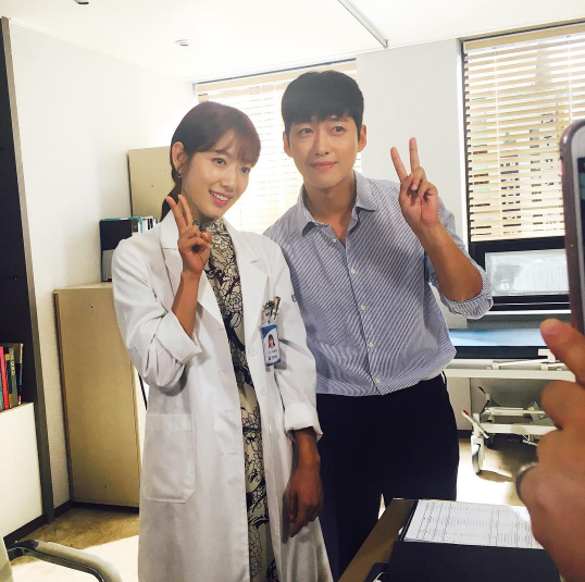 """Namgoong Min Snaps Shot With Park Shin Hye While Filming Upcoming Cameo On """"Doctors"""""""