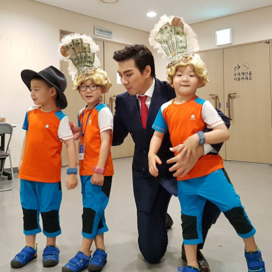 Song Triplets Play Dress Up Backstage At Song Il Gook's Musical
