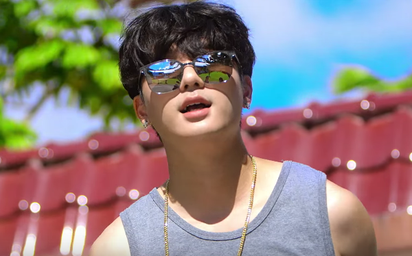 "Watch: Basick Enjoys The Summer With ""Nice"" MV Feat. G2 And Hwasa"