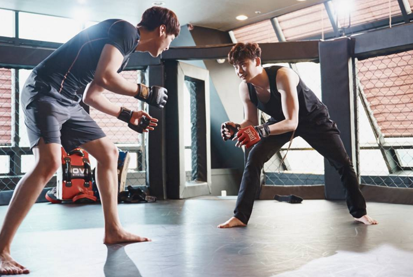 """Lee Jong Suk And Lee Tae Hwan Are Muscle And Sweat For """"W"""""""