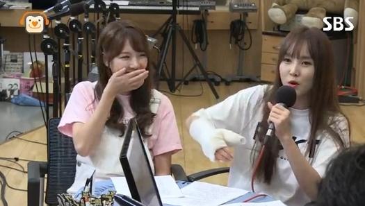 GFRIEND's Yuju Explains How She Broke Her Hand