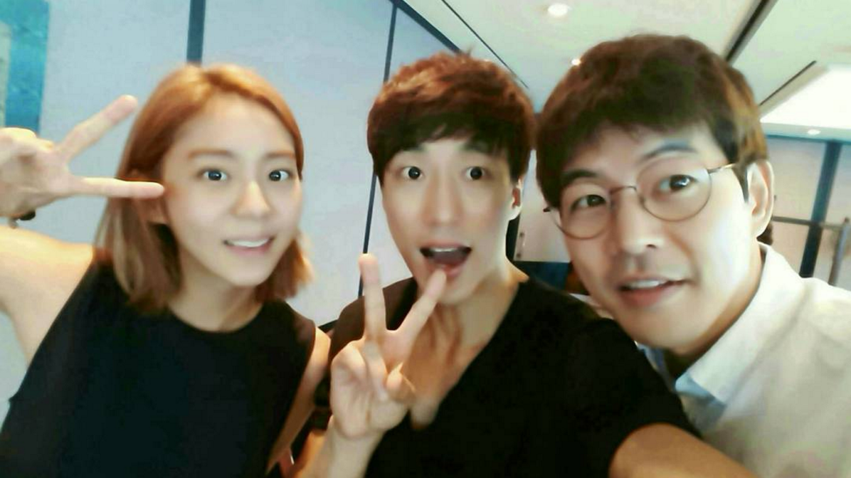 Lee Sang Yoon And Uee Are A Happy Couple At Friend's Celebration