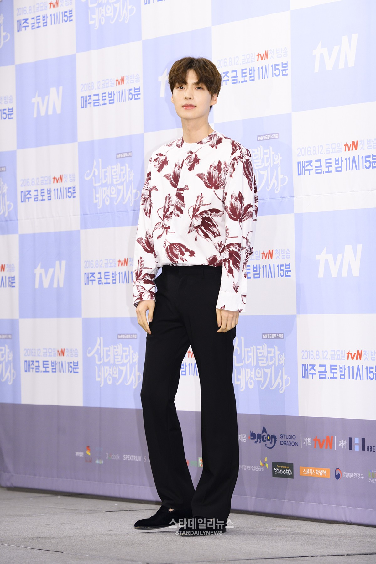 "Ahn Jae Hyun Says ""Cinderella With Four Knights"" Is Similar To ""Boys Over Flowers,"" Thanks Ku Hye Sun"