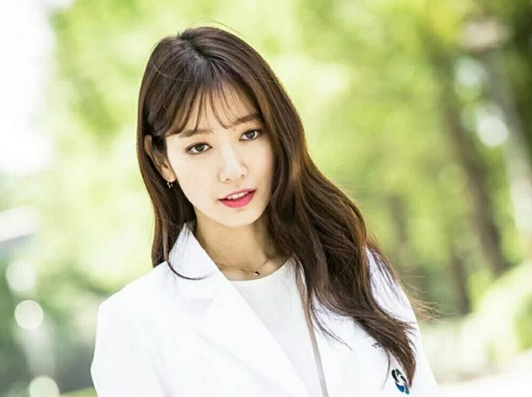 """""""Doctors"""" Sparks Huge Popularity For Park Shin Hye And Her Jewelry"""