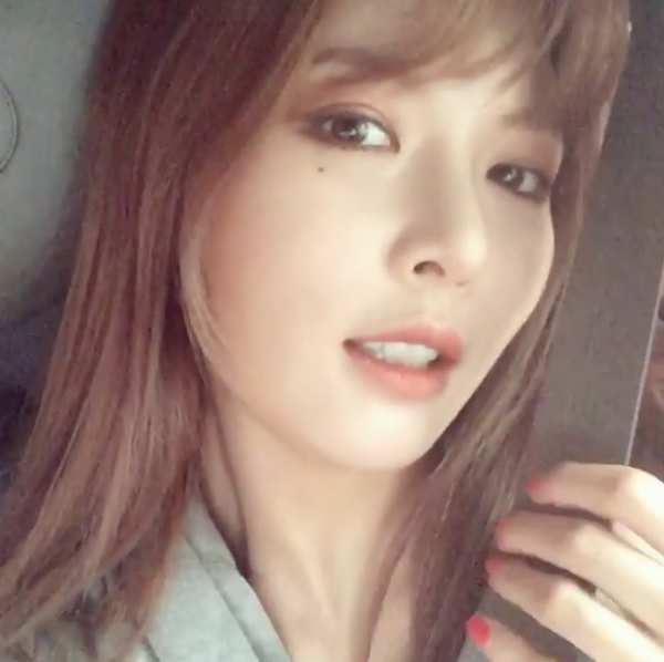 HyunA Follows Through On 1st Place Promise To Eat With Fans