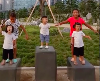 Watch: Seol Ah, Soo Ah, And Daebak Yell For The Song Triplets Outside Their Home