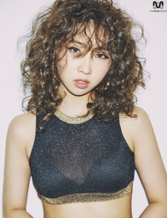 Watch: Minzy Reveals Latest Profile Pictures And Behind-The-Scenes Video