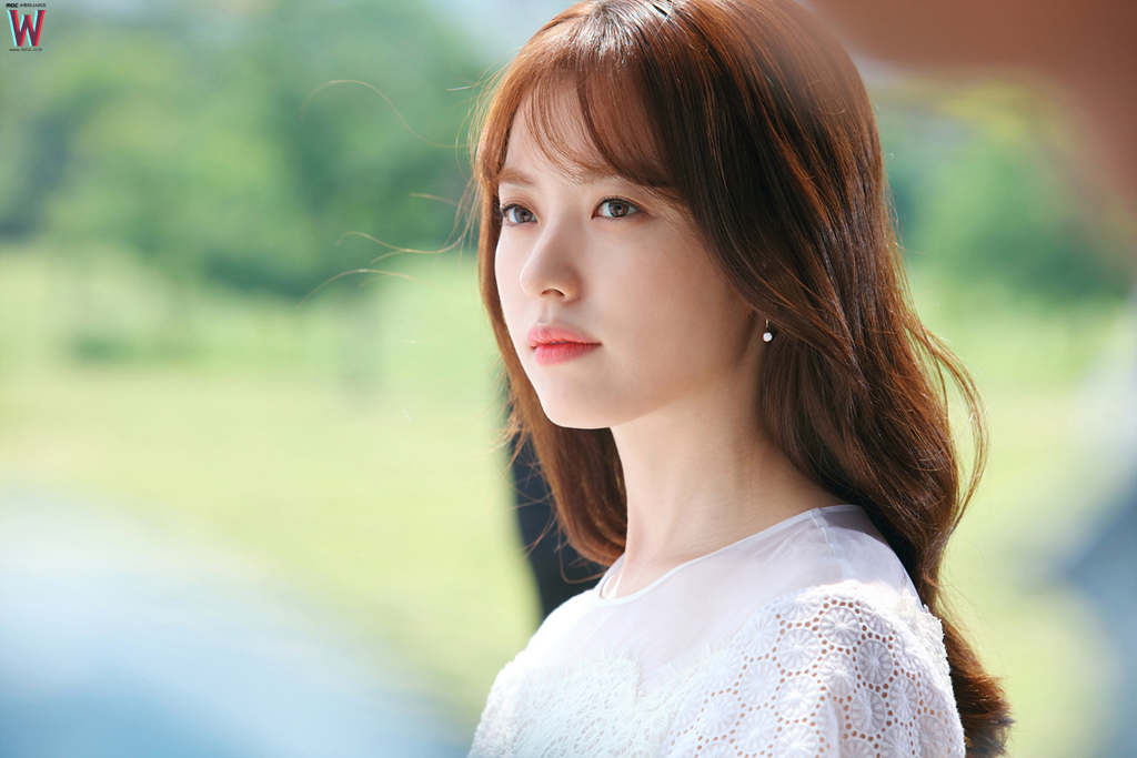 """W"" Writer Discusses Drama Ending, Profusely Apologizes To Han Hyo Joo"
