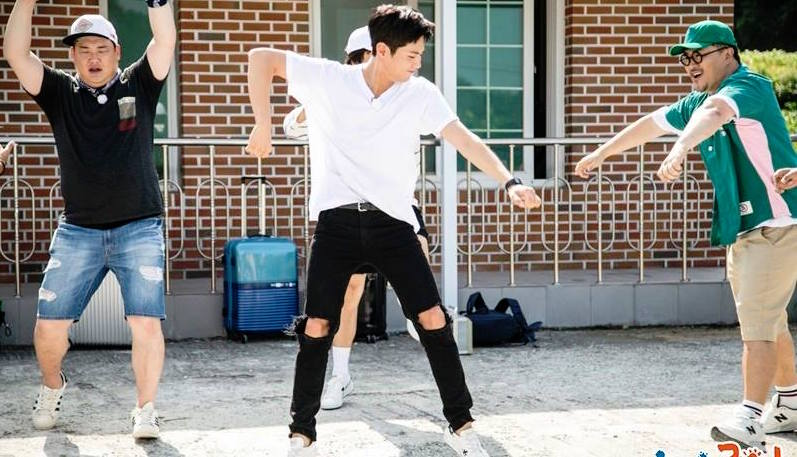 "Park Bo Gum Shows Off His Dance Moves In Stills From ""2 Days & 1 Night"""