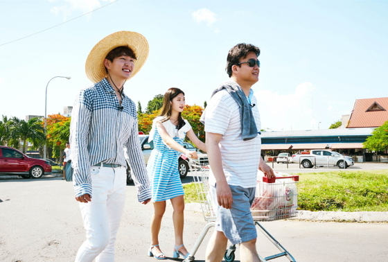 SHINee's Onew, DIA's Jung Chaeyeon, And Baek Jong Won Begin Adventure In New Reality Show Stills