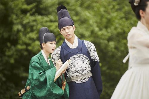 """First Episode Of """"Moonlight Drawn By Clouds"""" Off To A Good Start"""