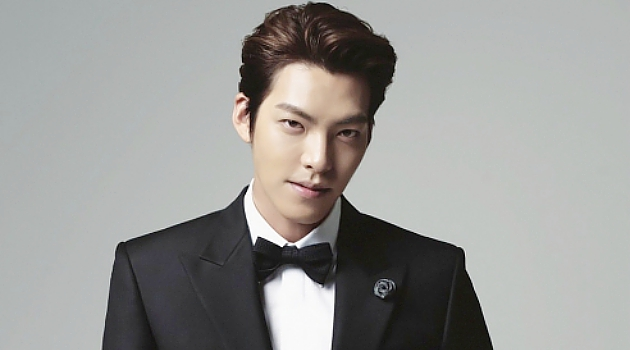 """Kim Woo Bin Talks About His 9-Member """"Group"""" Of Actors Including Jo In Sung, Song Joong Ki, and EXO's D.O."""