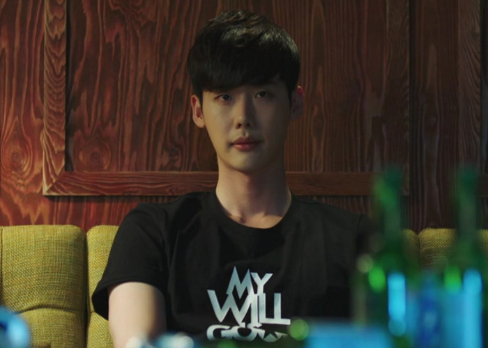 "Lee Jong Suk Is Receiving Attention For Wearing This T-Shirt In ""W"""