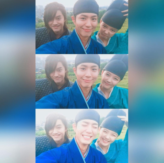 """Kim Yoo Jung Shares Cute Shots With Park Bo Gum And Kwak Dong Yeon On Set Of """"Moonlight Drawn By Clouds"""""""