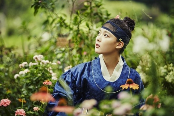 """Moonlight Drawn By Clouds"" Reveals Stunning Stills Of Kim Yoo Jung"