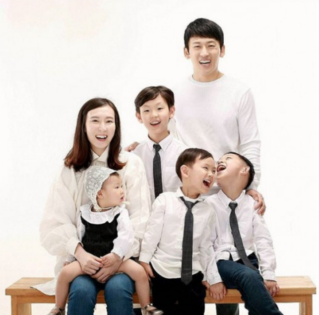 Park Ji Heon family