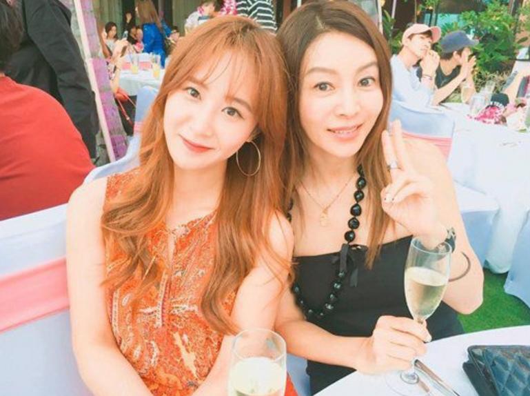 Girls' Generation's Yuri Shows SM Family Love With Hwang Shin Hye