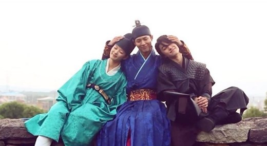 """""""Moonlight Drawn By Clouds"""" Cast Only Has Love For Each Other Behind-The-Scenes"""