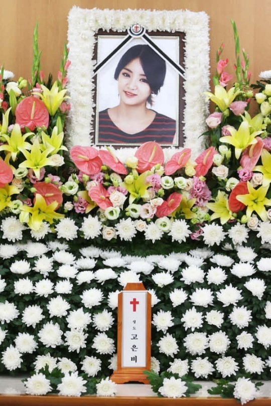 Fans Pay Tribute To Ladies' Code's EunB On The 2nd Anniversary Of Her Death