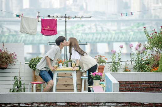 """Song Jae Rim And Kim So Eun Tap Into Their Newlywed Past For """"Our Gap Soon"""""""