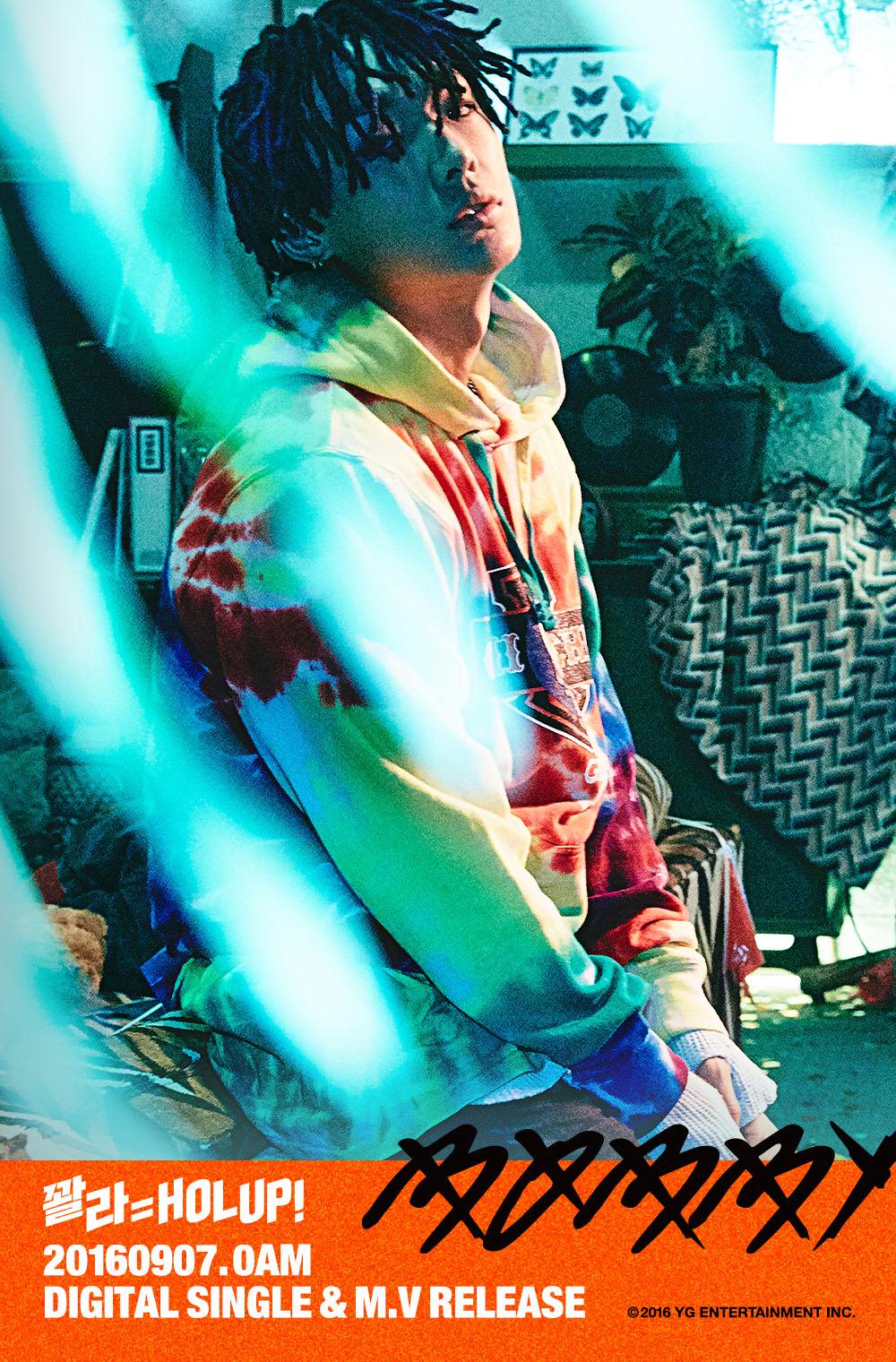 "iKON's Bobby Raises Hype With ""HOLUP"" Teasers"