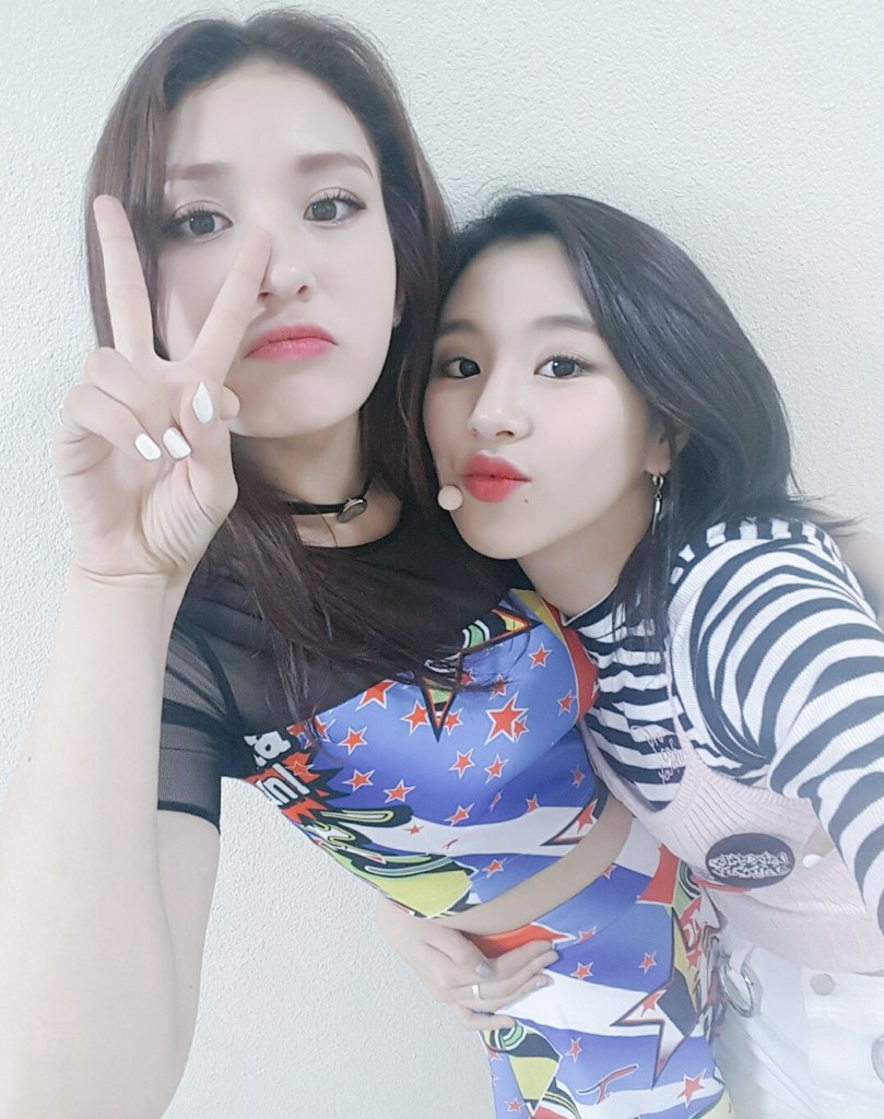Best Friends I O I's Jeon Somi And TWICE's Chaeyoung