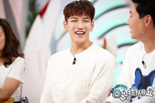 """Jun.K Talks About 2PM Members' Love Lives On """"Hello Counselor"""""""