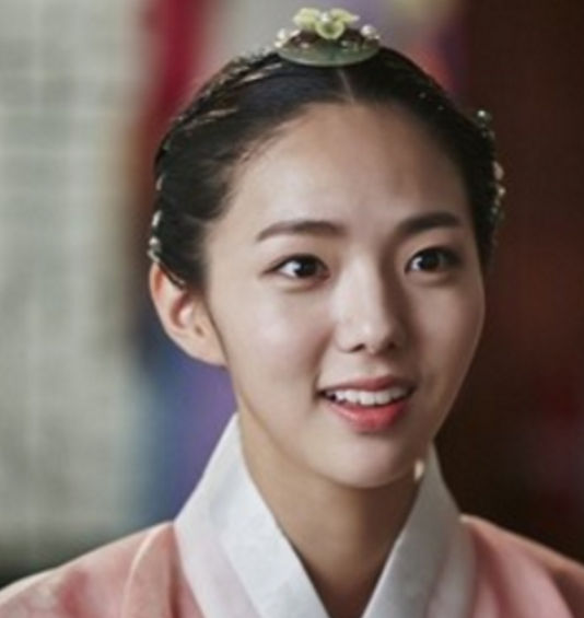 """Chae Soo Bin's """"Moonlight Drawn By Clouds"""" Character To Make First Appearance"""
