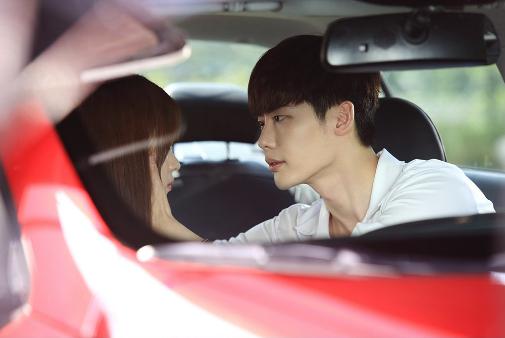 W Han Hyo Joo Lee Jong Suk