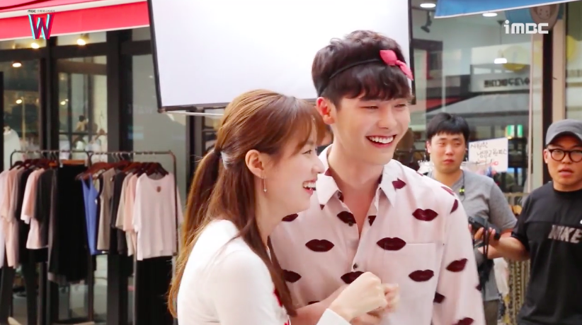 """Watch: Han Hyo Joo Teases Lee Jong Suk For Blushing Behind The Scenes Of """"W"""""""