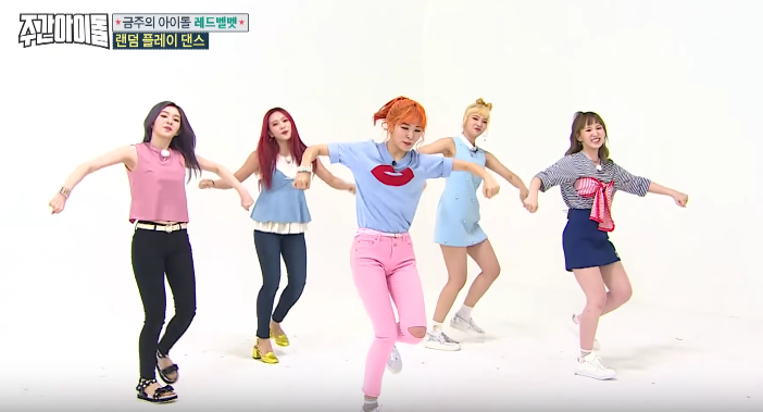 """Watch: Red Velvet Overcomes Wardrobe Malfunction And More During """"Weekly Idol"""" Random Play Dance"""