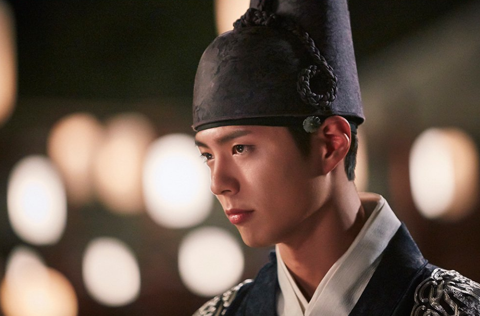 "Park Bo Gum Is Considering Singing OST For ""Moonlight Drawn By Clouds"""