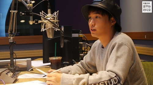 "Tablo To Publish Compilation Of ""Blonotes"" From His Past Radio Show"