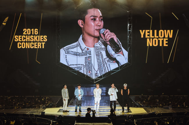 "SECHSKIES Unveils New Track ""Three Words"" During Concert"