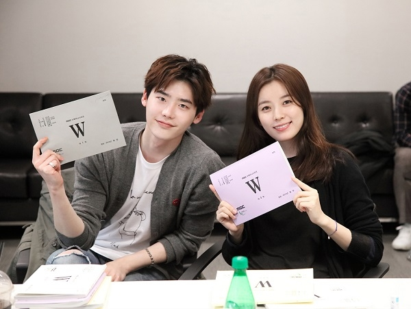 """W"" Writer To Reveal Scripts For Episodes 1-15 Before Finale"