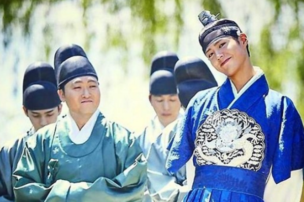 """""""Moonlight Drawn By Clouds"""" Staff Reveal Park Bo Gum's Attitude Towards His Work"""