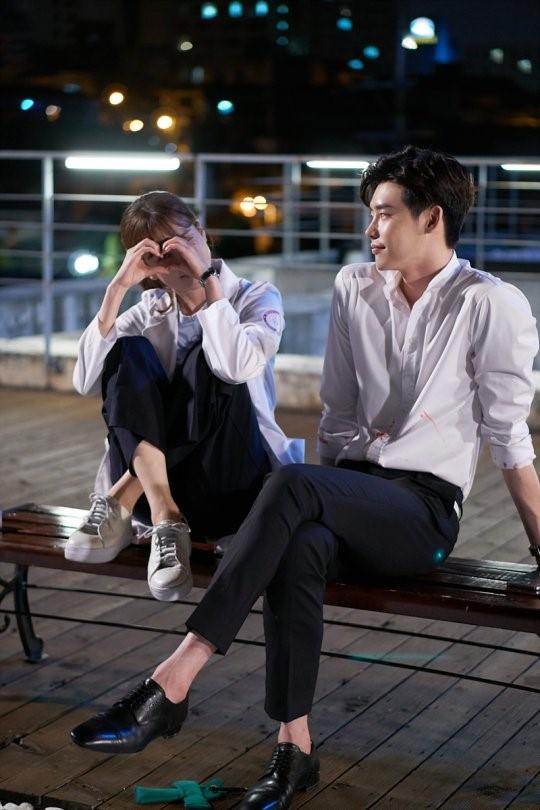 Han Hyo Joo dan Lee Jong Suk dalam drama W