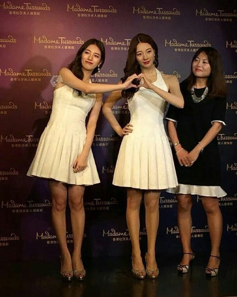Suzy Marvels At Her Wax Figure At Madame Tussauds Hong Kong