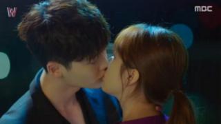 Lee Jong Suk Han Hyo Joo kiss