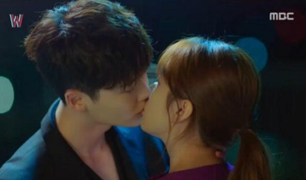 "Lee Jong Suk And Han Hyo Joo Pick Their Top 3 ""W"" Kiss Scenes"