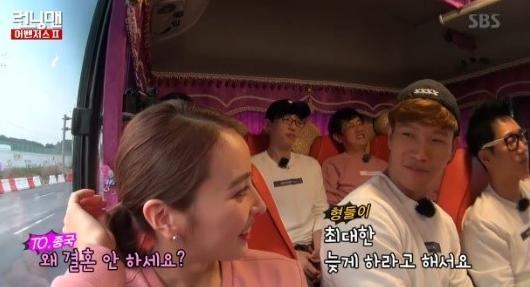 """Running Man"" Cast Teases Kim Jong Kook When Han Hye Jin Asks About Marriage"