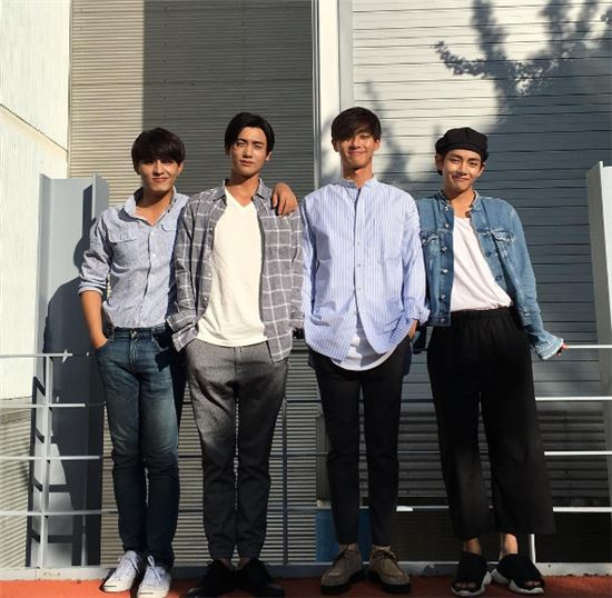 "Park Seo Joon Posts Handsome Snapshot With ""Hwarang: The Beginning"" Co-Stars"
