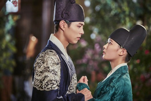 """5 Reasons You Need To Watch """"Moonlight Drawn By Clouds"""""""